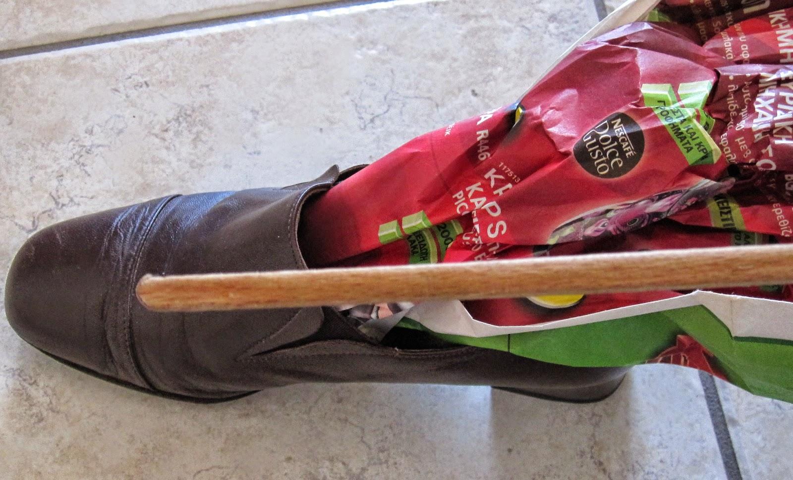 2) Βρέξτε εσωτερικά το παπούτσι στην περιοχή που θέλει άνοιγμα 2027901d130